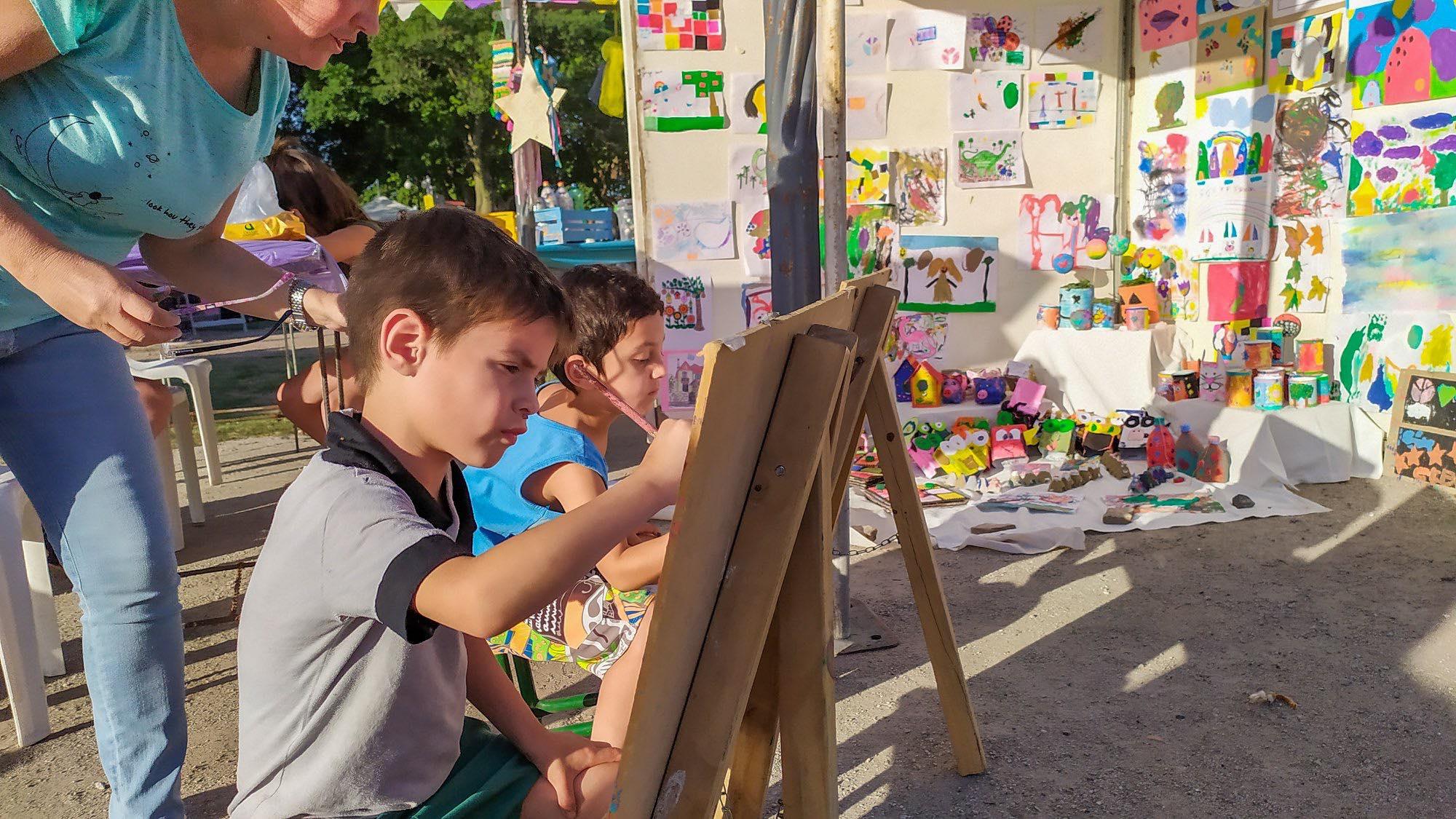 Los talleres municipales cerraron el año con una muestra al aire libre